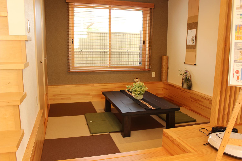イシンサンクス遊民の特徴のひとつ、一段下がった和室です。