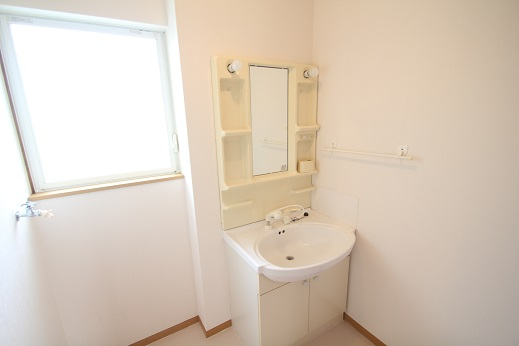 洗面 :洗面ユニットW=750洗髪タイプ 広さも1.0坪ですので洗濯機を置いても狭く感じません