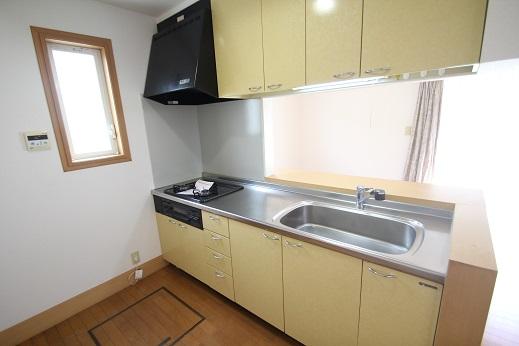 キッチン: 対面キッチン カウンターが付いてますので食事の際 配膳棚として使えます