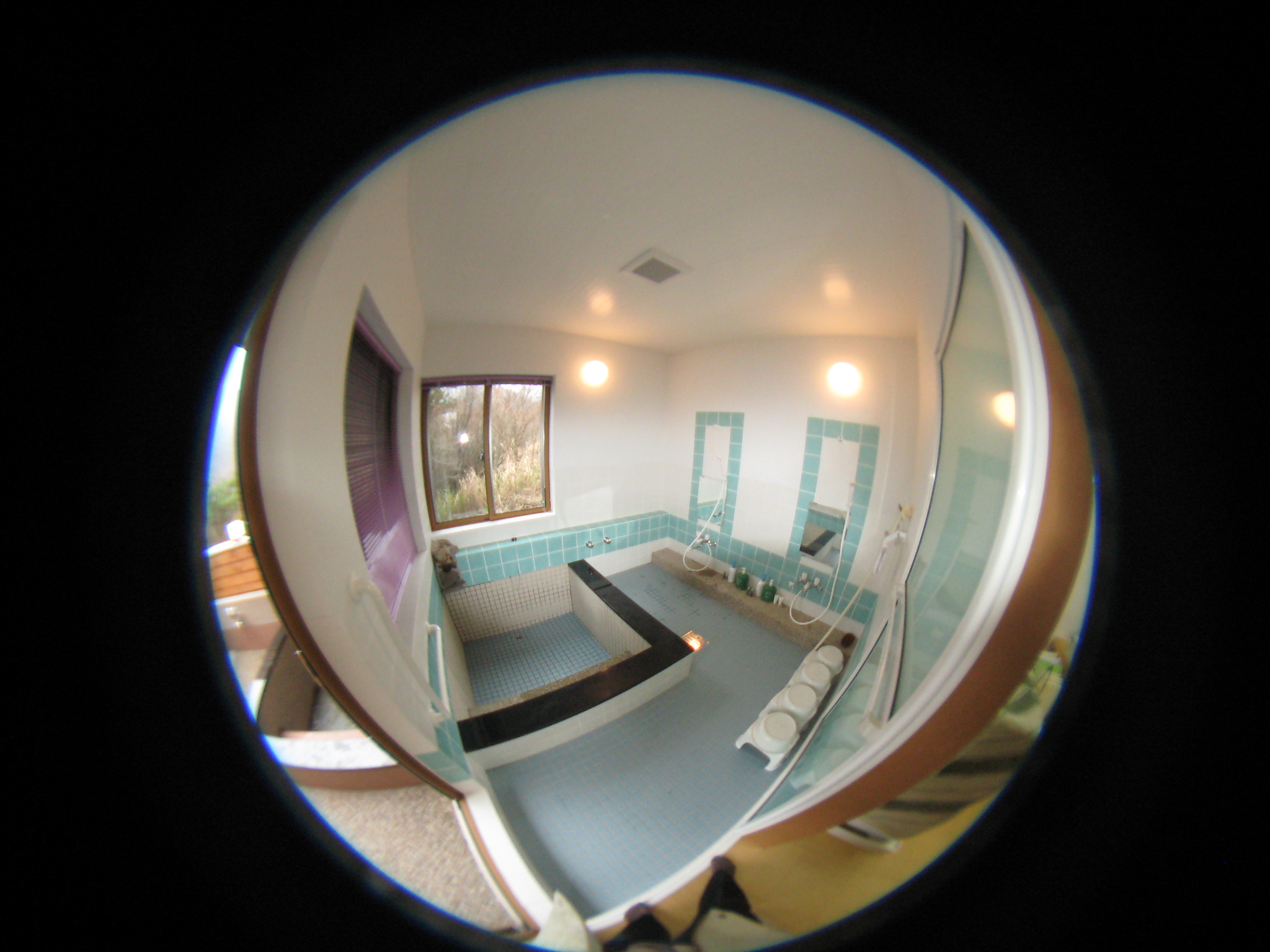 パノラマ写真で撮影 温泉を引き込んで室内のお風呂4,5人同時に入れます