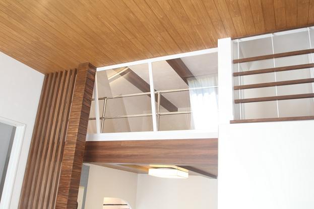 和室の上に中間収納が設けてあり、広さも4.5畳たっぷり収納できます